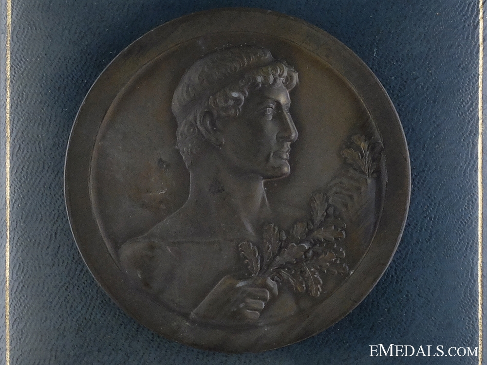 eMedals-A 1942 Cased Generalgouvernements Medal