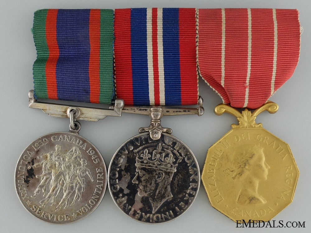 eMedals-A Canadian Forces Decoration Medal Bar to C.E. Ross RCAF