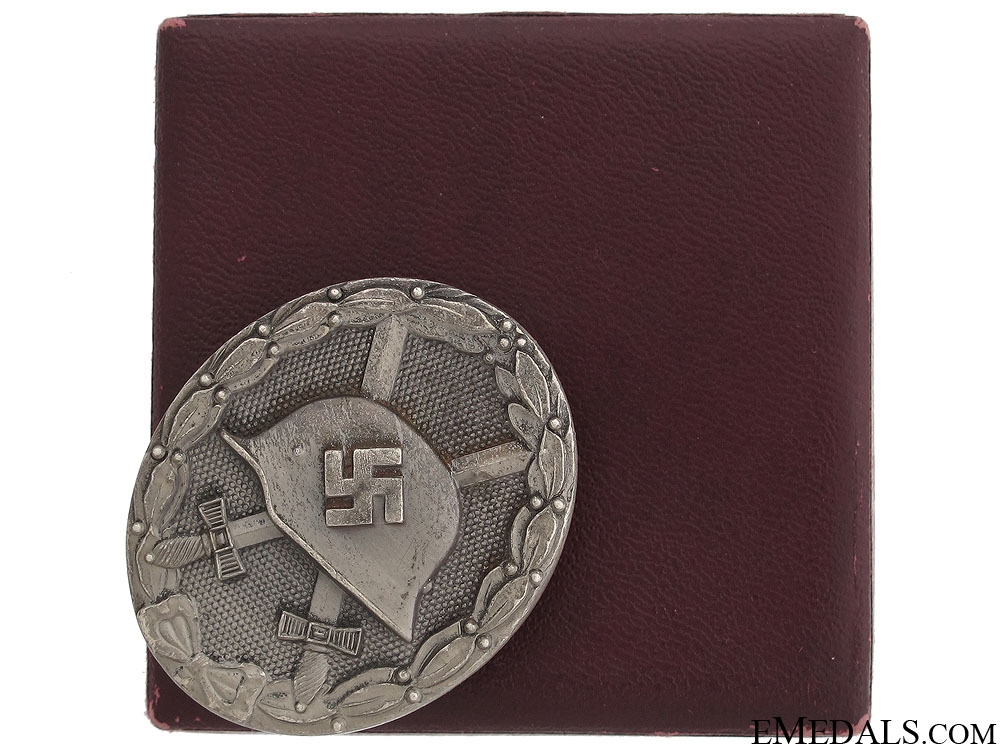 eMedals-A Cased Wound Badge - Silver Grade