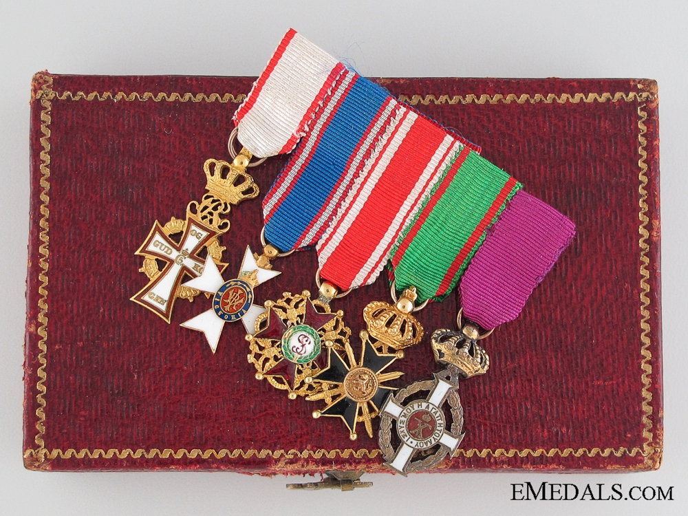 eMedals-A Fine Diplomatic Miniature Group in Gold