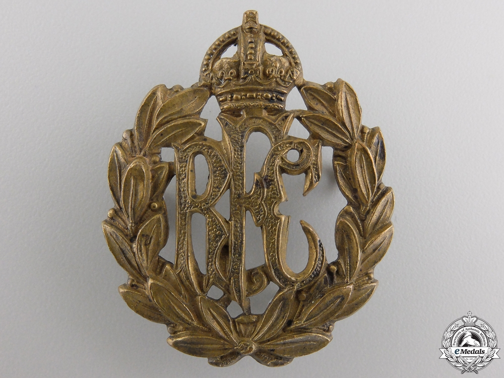 eMedals-A First War Royal Flying Corps (RFC) Cap Badge