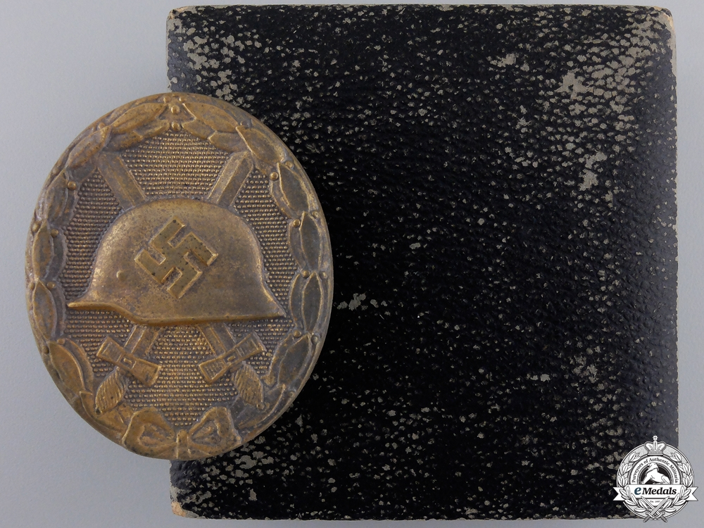 eMedals-A Gold Grade Wound Badge with Case