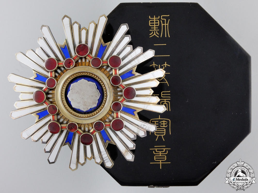 eMedals-A Japanese Order of the Sacred Treasure; 2nd Class Breast Star with Case