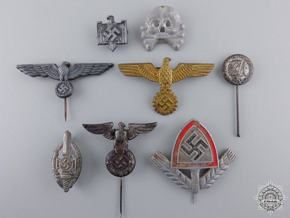 eMedals-A Lot of 8 Third Reich Period Insignia