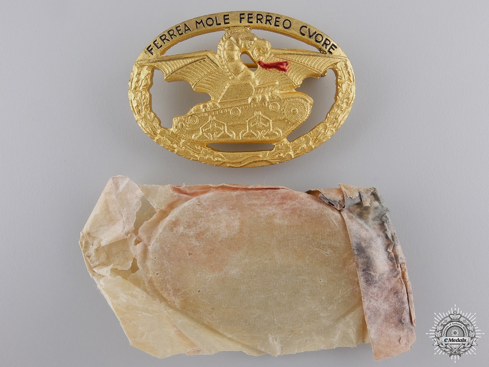 eMedals-A Mint Second War Italian Tank Badge with Packet