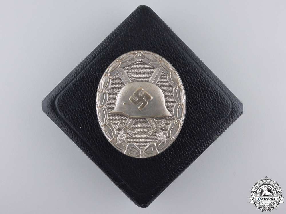 eMedals-A Mint Silver Grade Wound Badge with Case