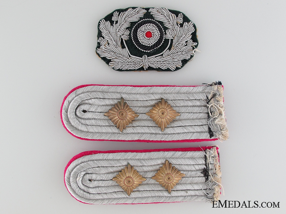 eMedals-A Pair of Army Shoulder Boards & Cockade