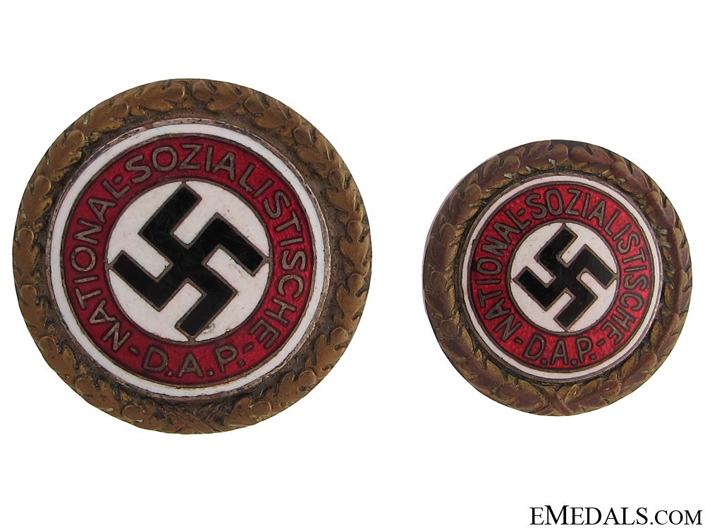 eMedals-A Pair of Golden Party Badges