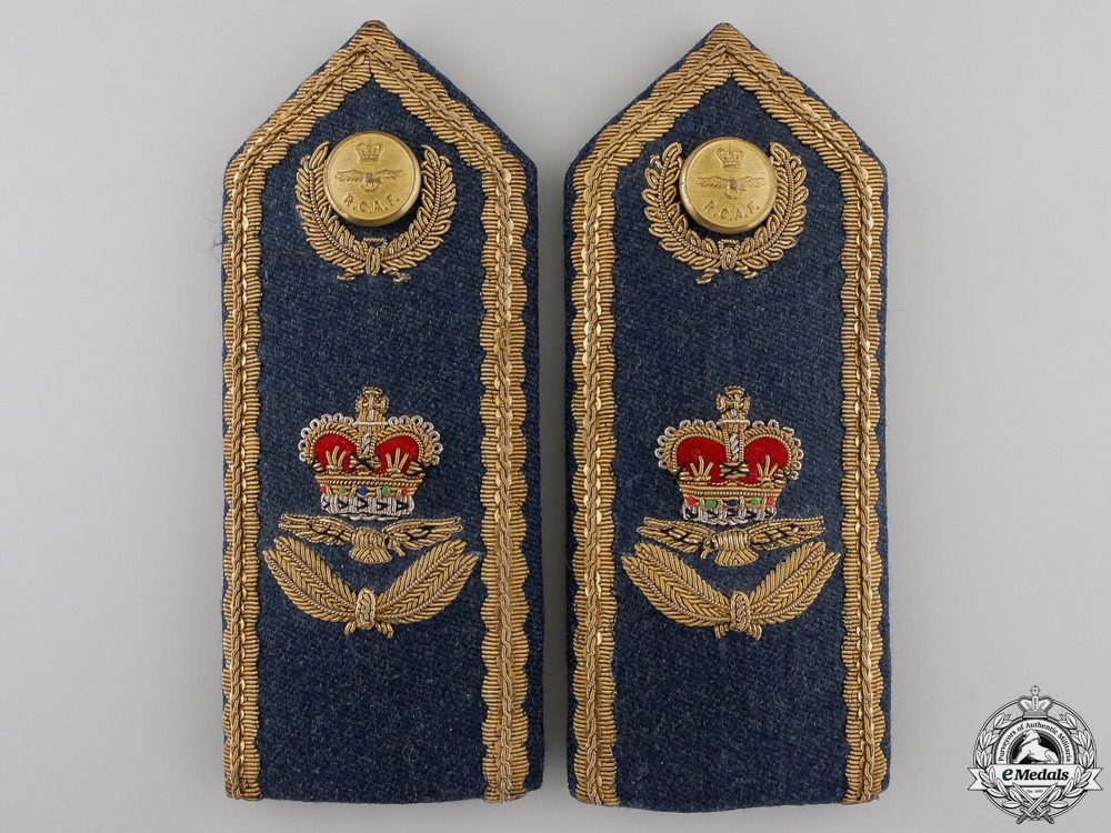 eMedals-A QEII RCAF No. 1 Dress for Officers of Air Rank Shoulder Board Pair