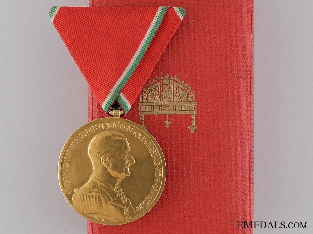 eMedals-A Rare Hungarian WWII Gold Bravery Medal7500