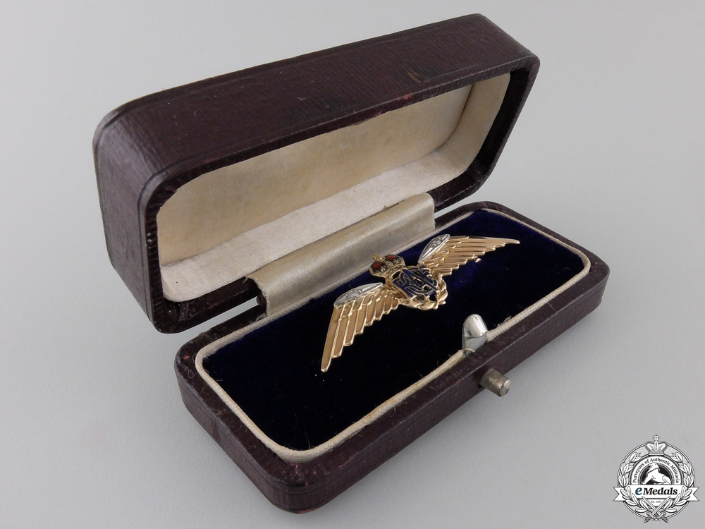 eMedals-A Royal Canadian Air Force (RCAF) Pin in Gold and Diamonds
