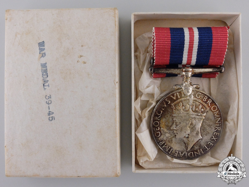 eMedals-A Second War Canadian War Medal 1939-1945 with Box