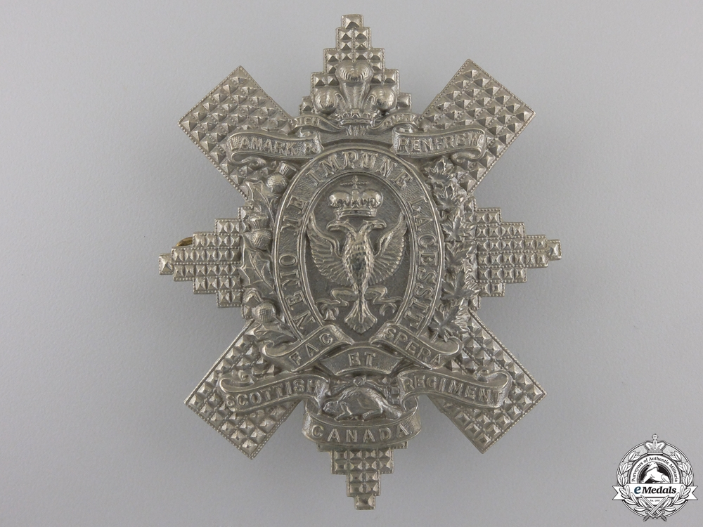 eMedals-A Second War Lanark and Renfrew Scottish Regiment Glengarry Badge