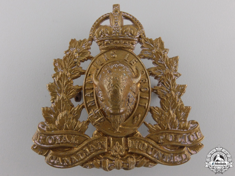 eMedals-A Second War Royal Canadian Mounted Police Cap Badge