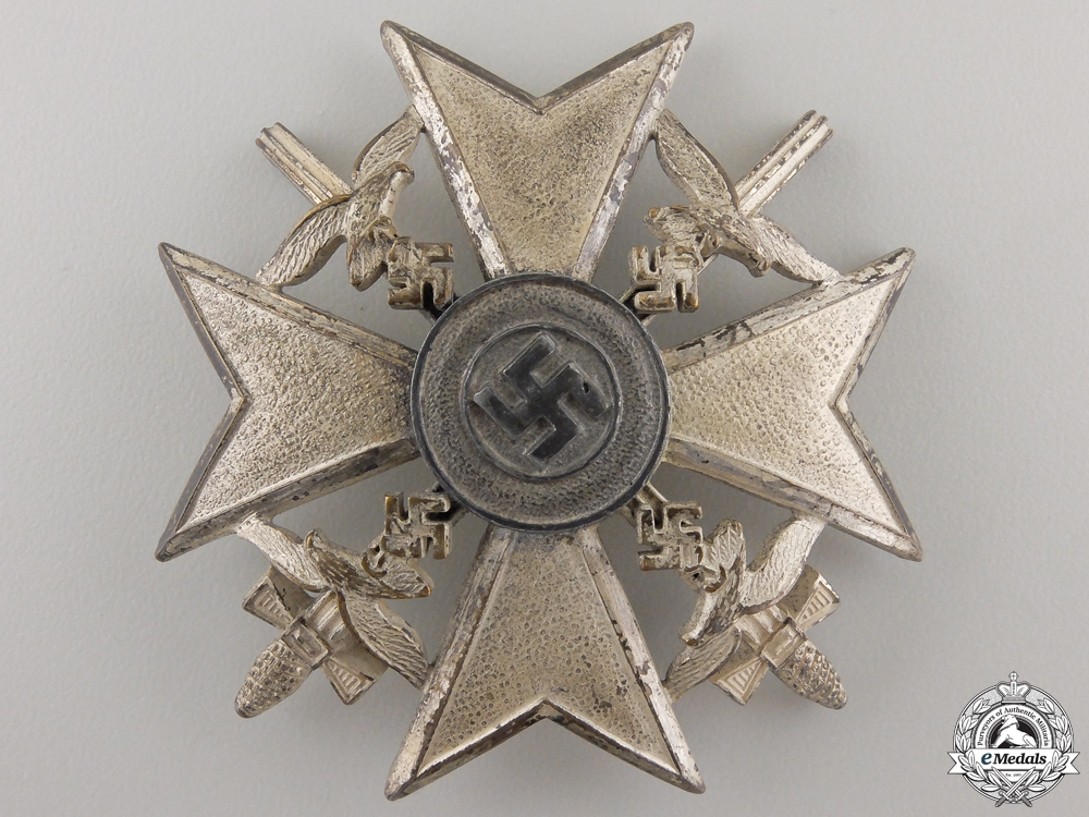 eMedals-A Spanish Cross in Silver with Swords by Berg & Nolte , Ludenscheid