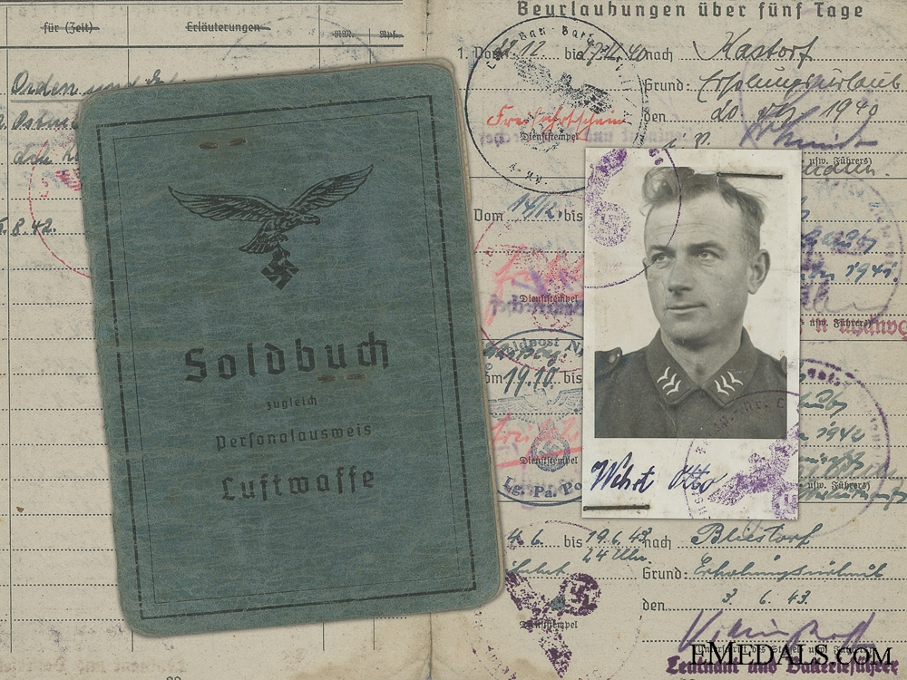 eMedals-A Soldbuch to the 695th Heavy Flak Battalion; Captured