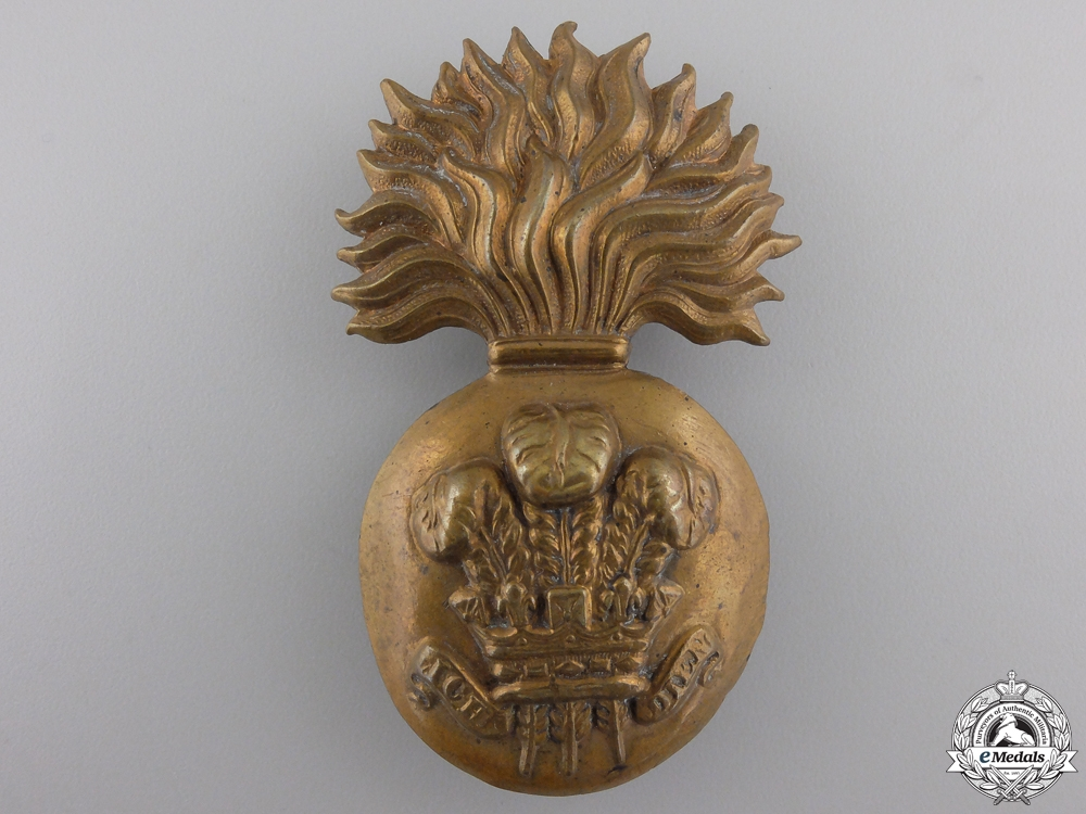 eMedals-A Welsh Fusiliers Raccoon Skin Badge
