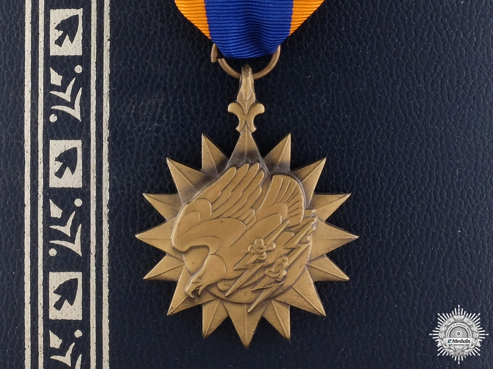 eMedals-An American  Air Medal with Cased