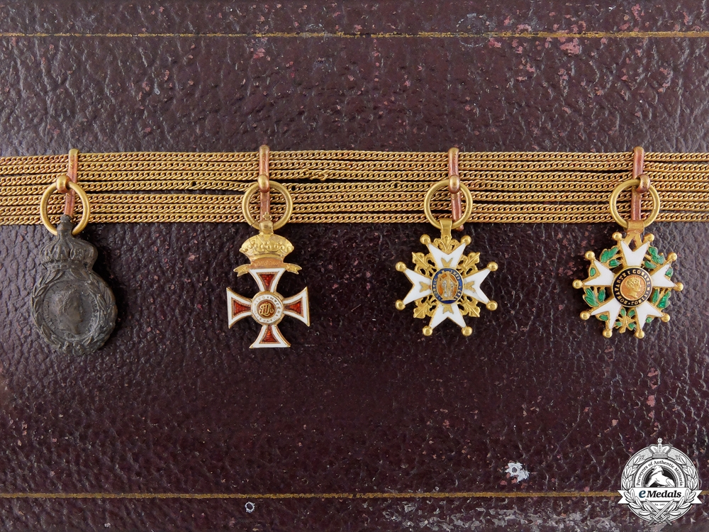 eMedals-An Early & Rare French Miniature Chain in Original Case c.1855