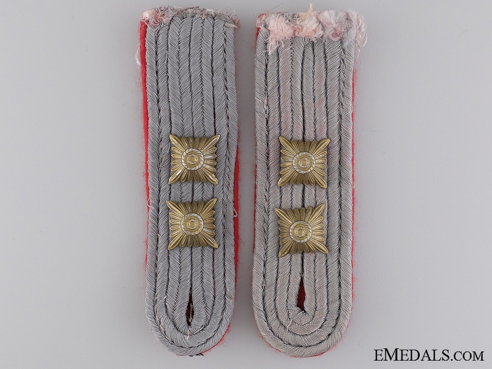 eMedals-Army Artillery Hauptman Shoulder Boards