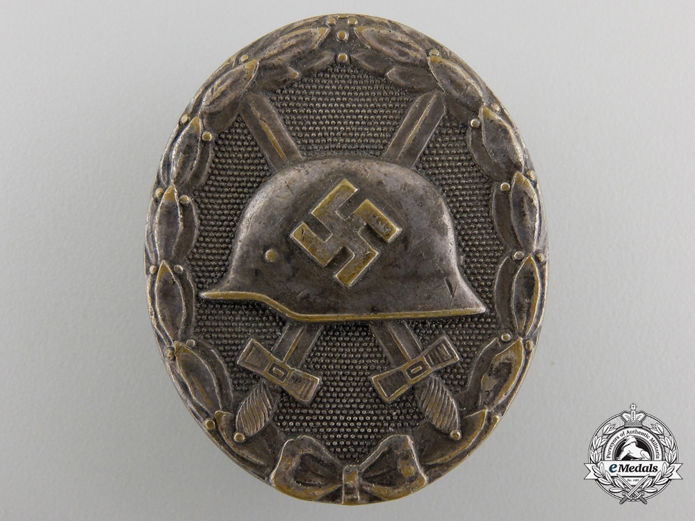 eMedals-An Early Wound Badge; Silver Grade