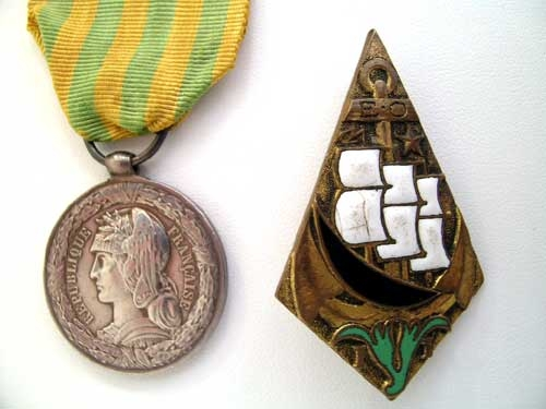 eMedals-TONKIN 1883-85 MEDAL / FOREIGN LEGION BADGE