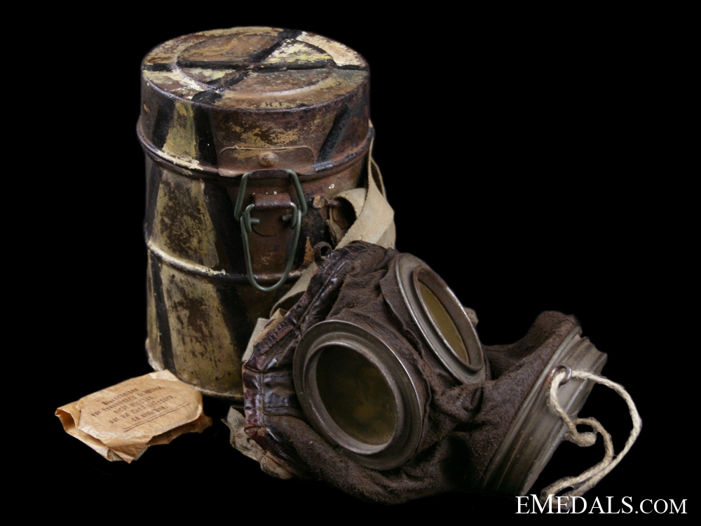 eMedals-A First War German Camouflaged Gas Mask - Named