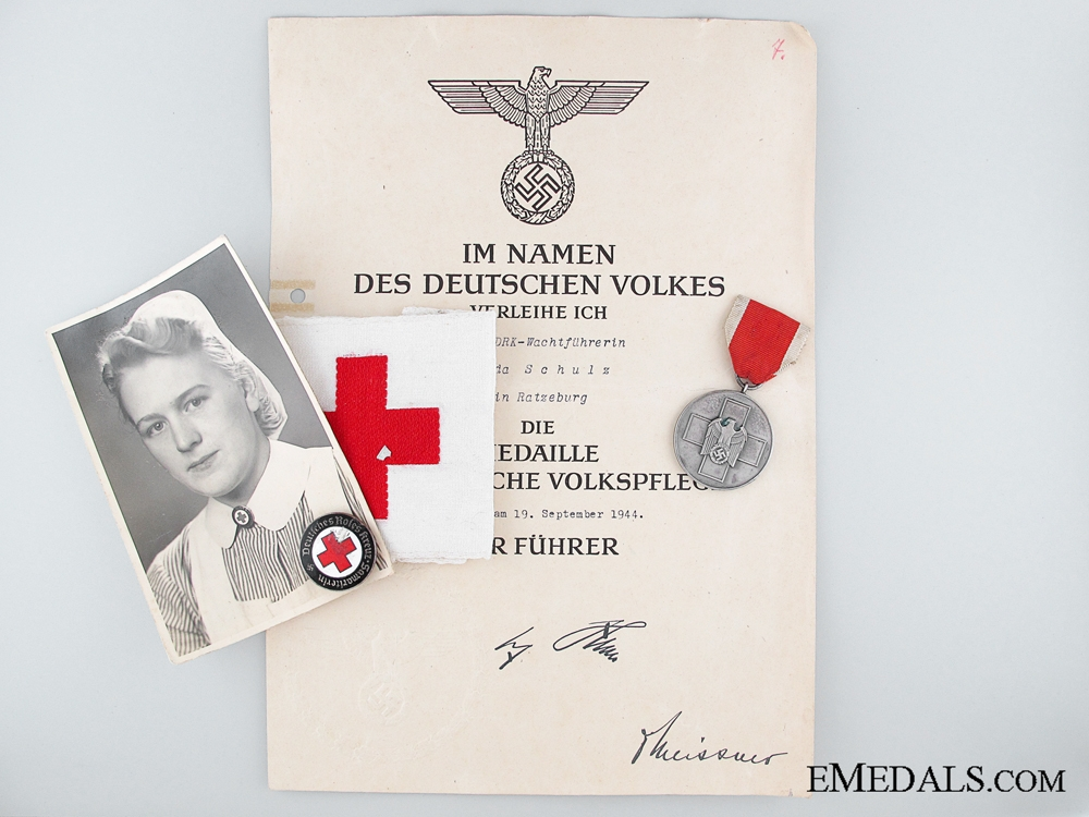 eMedals-Group to Nursing Sister G. Schulz