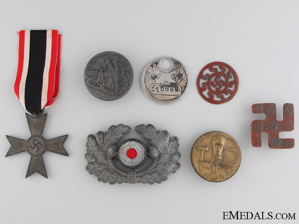 eMedals-Lot of German WWII Period Insignia & Badges