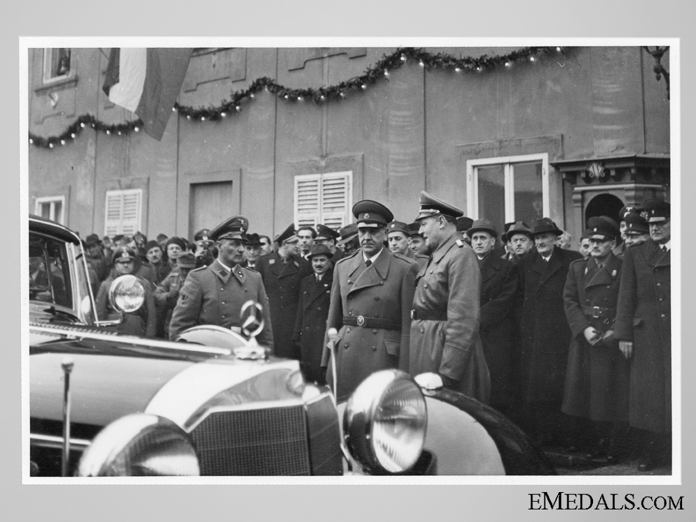 eMedals-Press Photo, A. Pavelic receiving Mercedes from AH
