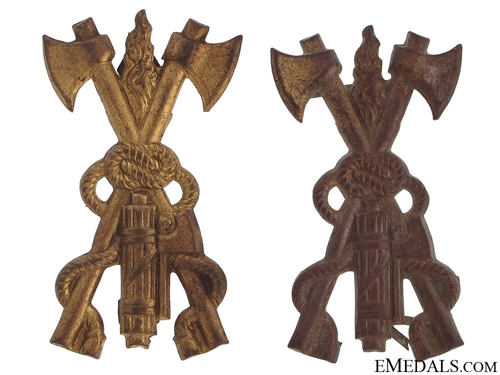 eMedals-Two Mussolini Period Fireman's Hat Badges