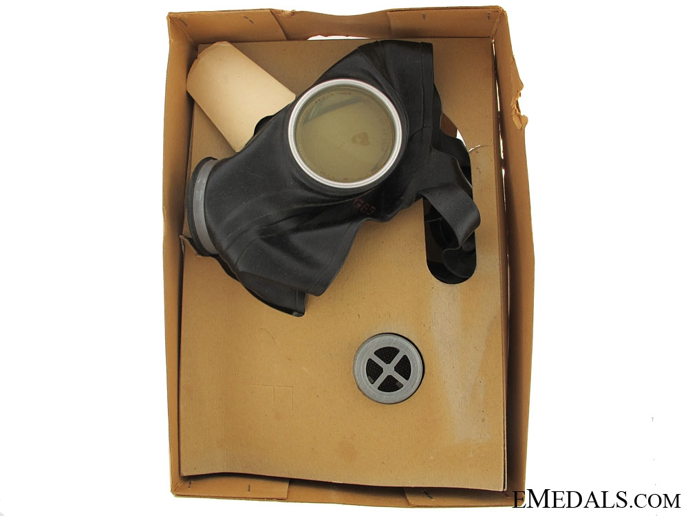 eMedals-WWII German Civilian Gas Mask - Unissued