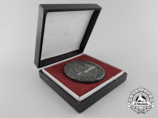 An Early Silver Grade Wound Badge with Case