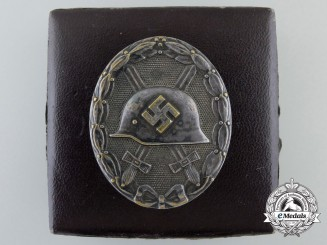 A Silver Grade Wound Badge with Box of Issue by HAUPTMÜNZAMT WIEN