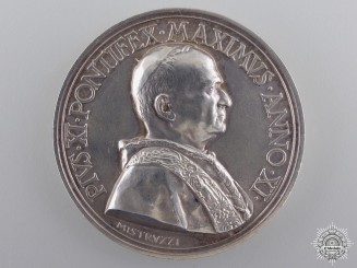 An 1932 Silver Pope Pius XI Medal by Mistrvzzi