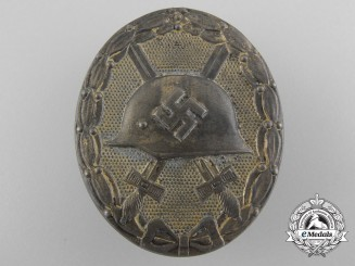 A Gold Grade Wound Badge by Carl Wild