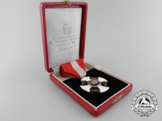 An Order of the Crown of Italy in Gold; Knight with Case
