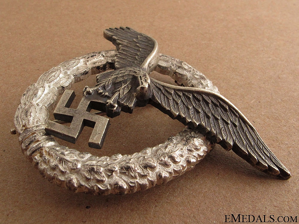 A Cased WWII Pilots Badge