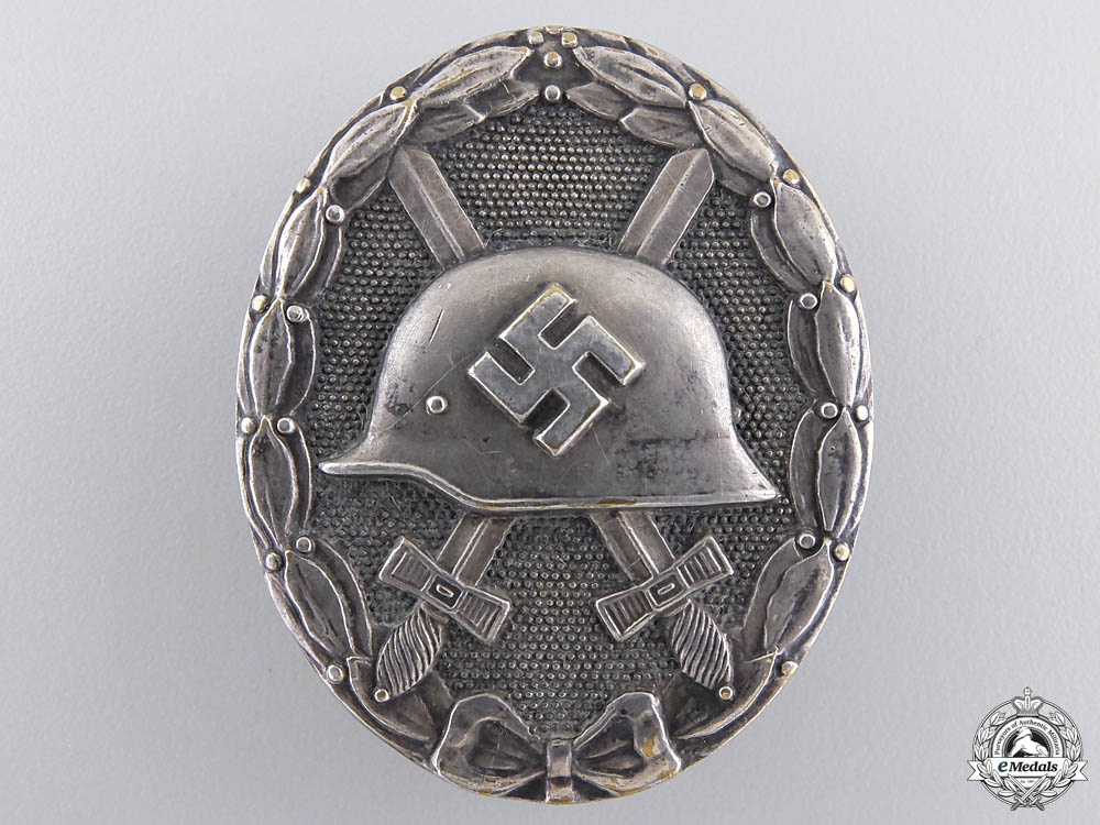 A Silver Grade Wound Badge; Marked 30 with Case