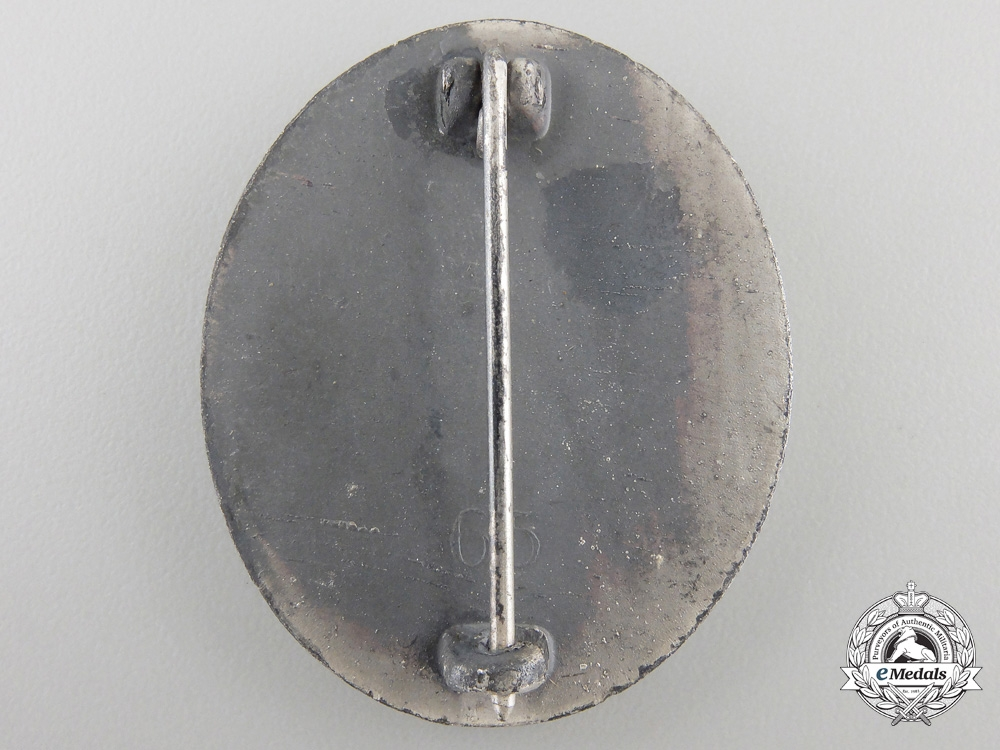 A Silver Grade Wound Badge by Klein & Quenzer