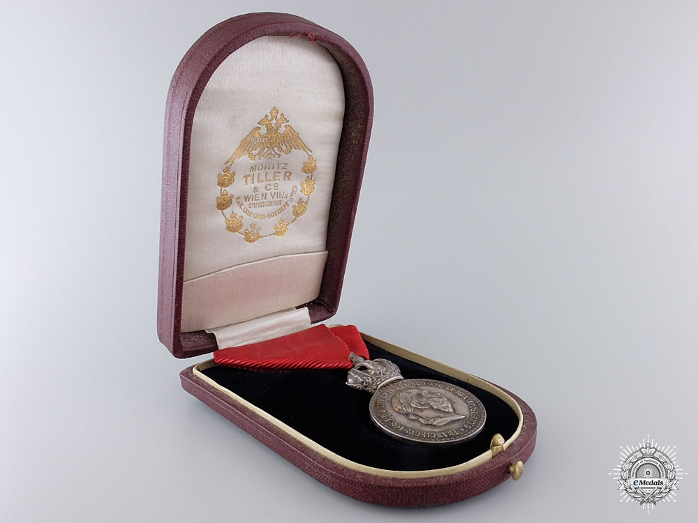 An Austrian Silver Signum Laudis with Case by RUW