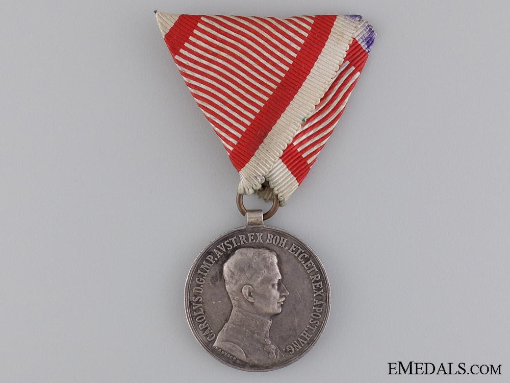 A 1917-1918 Austrian Bravery Medal; 2nd Class Silver Medal