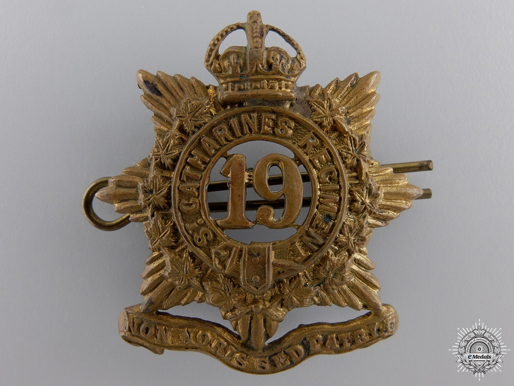 A 19th St. Catherines Regiment Cap Badge