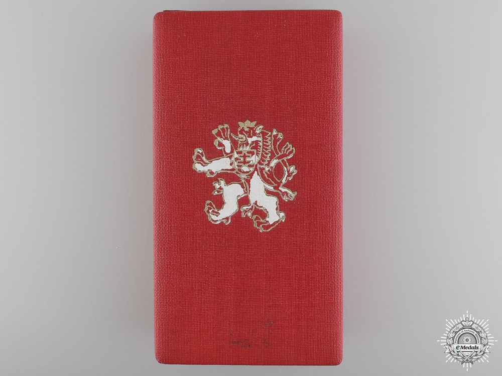 A Case for the Czechoslovakian White Lion  consign 17