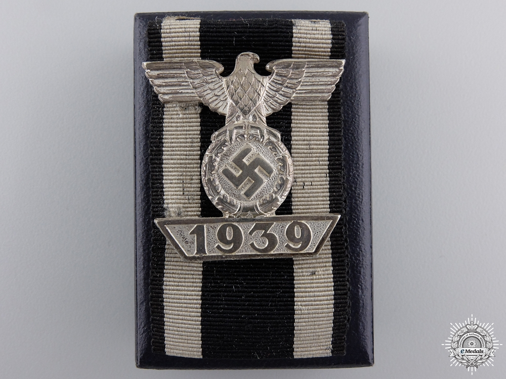 A Clasp to Iron Cross 2nd Class 1939 with LDO Box