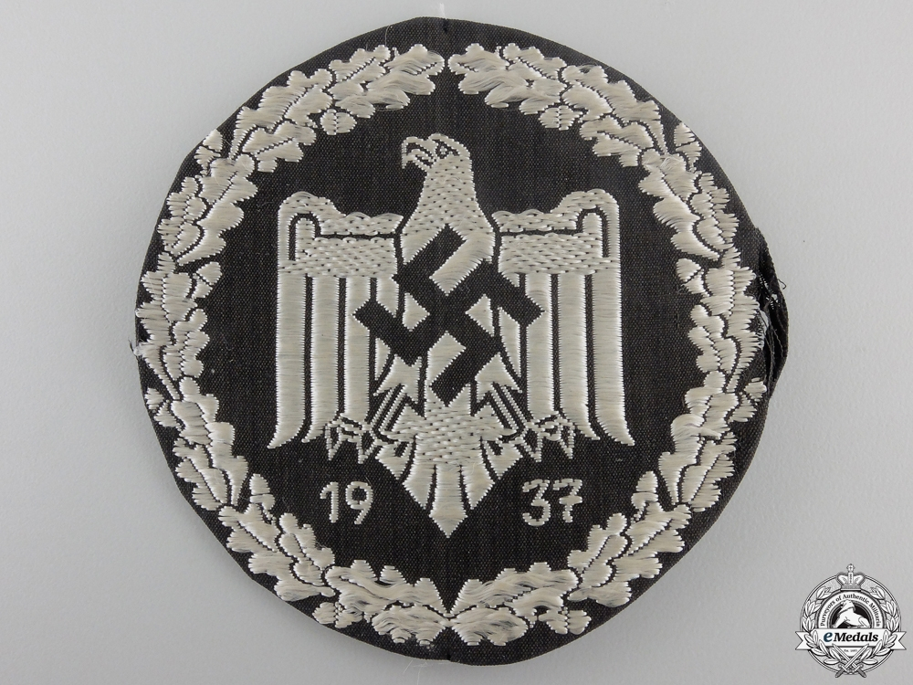A German League of the Reich for Physical Exercise (DRL) Silver Sports Badge