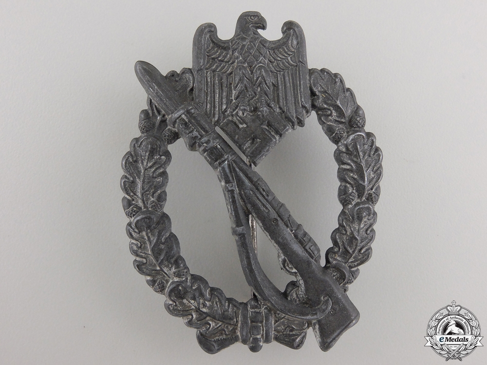A Late War Infantry Badge; Silver Grade