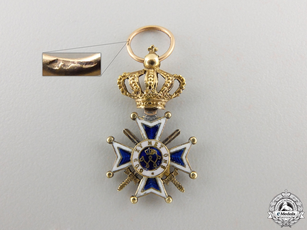 A Miniature Dutch Order of Orange-Nassau in Gold