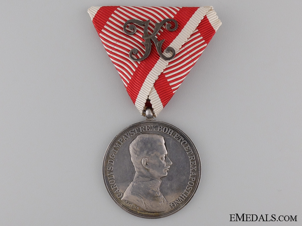 An Austrian Bravery Medal; 1st Class with Officers Decoration
