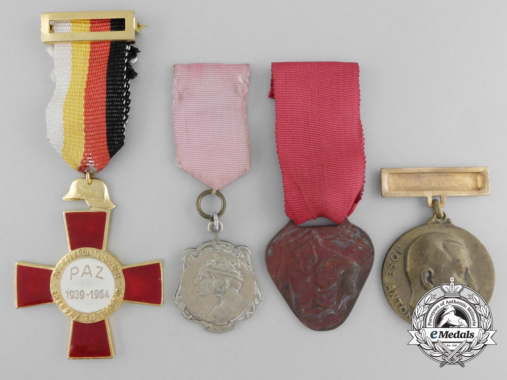 Four spanish medals awards and decorations other for Awards decoration